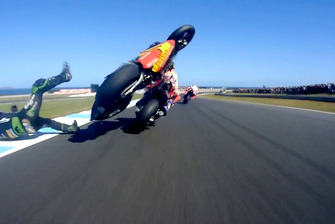 Crash: Johann Zarco, Monster Yamaha Tech 3, Marc Marquez, Repsol Honda Team (Screenshot)