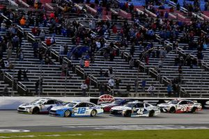 Ryan Blaney, Team Penske, Ford Fusion Accella/Carlisle and Kevin Harvick, Stewart-Haas Racing, Ford Fusion Mobil 1