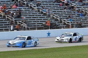 Ryan Blaney, Team Penske, Ford Fusion Accella/Carlisle, Kevin Harvick, Stewart-Haas Racing, Ford Fusion Mobil 1