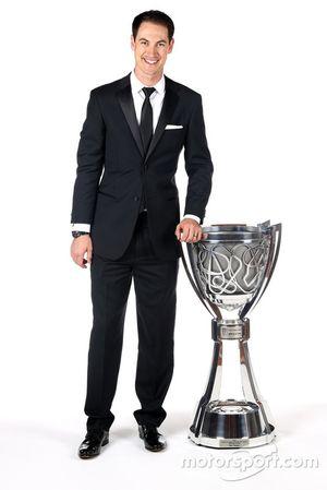 Campeón Joey Logano, Equipo Penske con su trofeo
