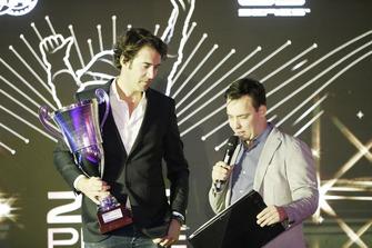 Ricci collects award