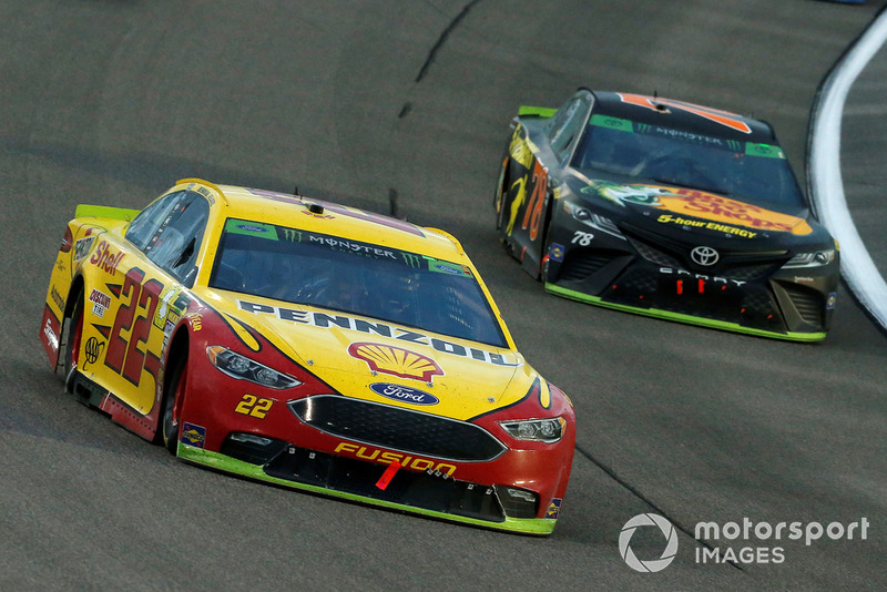 Joey Logano, Team Penske, Ford Fusion Shell Pennzoil and Martin Truex Jr., Furniture Row Racing, Toyota Camry Bass Pro Shops/5-hour ENERGY
