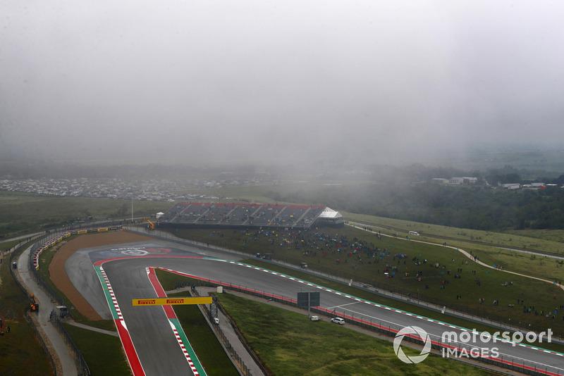 Nubes de lluvia bajas sobre el circuito