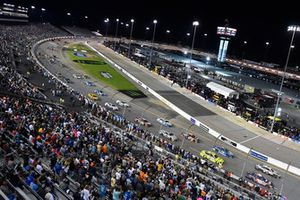 Start action, Denny Hamlin, Joe Gibbs Racing, Kevin Harvick, Stewart-Haas Racingare ladaing
