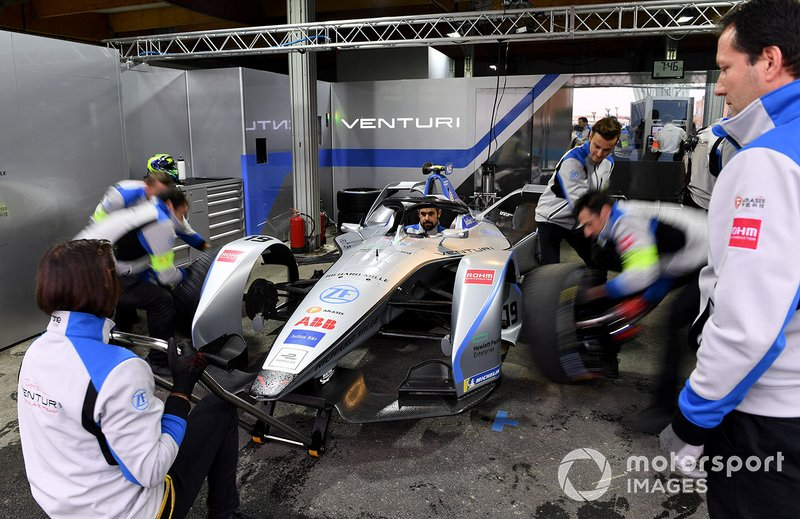 Tyre change on Felipe Massa car, Venturi Formula E, Venturi VFE05 in the garage