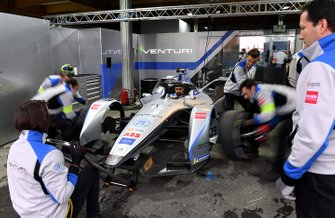 Tyre change on Felipe Massa car, Venturi Formula E, Venturi VFE05 in the garage