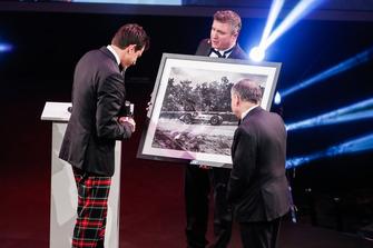 Toto Wolff reçoit une photo de la Mercedes F1
