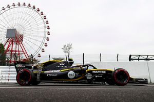 Carlos Sainz Jr., Renault Sport F1 Team R.S. 18, with testing equipment attached