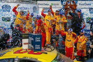 Yarış galibi Joey Logano, Team Penske, Ford Fusion Shell Pennzoil