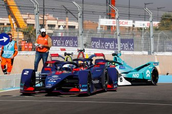 Sam Bird, Envision Virgin Racing, Audi e-tron FE05, Robin Frijns, Envision Virgin Racing, Audi e-tron FE05, and Tom Dillmann , NIO Formula E Team, NIO Sport 004, crash in the pits