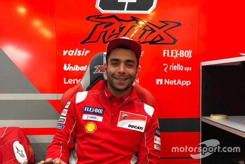 Danilo Petrucci en el box de Ducati