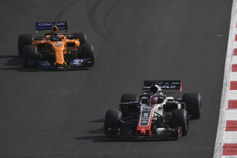 Romain Grosjean, Haas F1 Team VF-18 and Lando Norris, McLaren MCL33