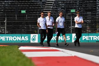 Lando Norris, McLaren, fait une reconnaissance de la piste
