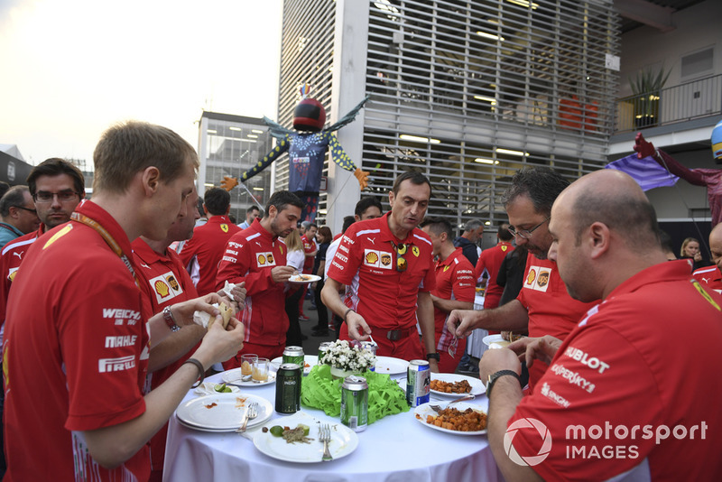 Команда Ferrari на Paddock Welcome Party
