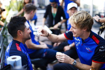 Brendon Hartley, Toro Rosso, participates in face painting