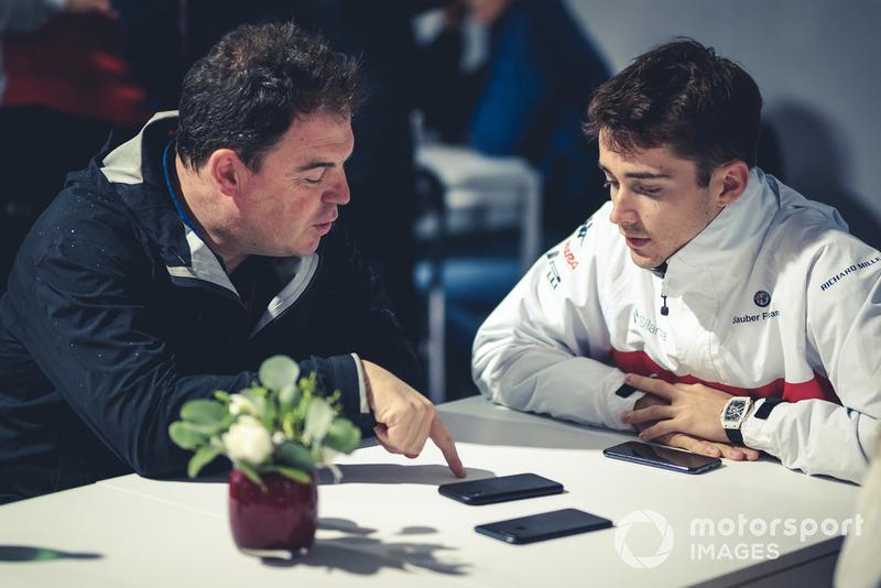 Charles Leclerc, Alfa Romeo Sauber F1 Team, parla con James Allen