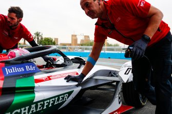 Nico Muller, Audi Sport ABT Schaeffler, Audi e-tron FE05 return to the garage