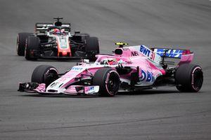 Esteban Ocon, Racing Point Force India VJM11 and Romain Grosjean, Haas F1 Team VF-18
