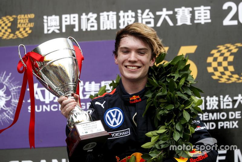 Podium: Race winner Dan Ticktum, Motopark Academy