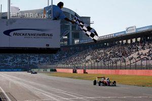 Yarış galibi Guanyu Zhou, PREMA Theodore Racing Dallara F317 - Mercedes-Benz