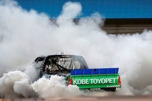 Race winner Brett Moffitt, Hattori Racing Enterprises, Toyota Tundra KOBE