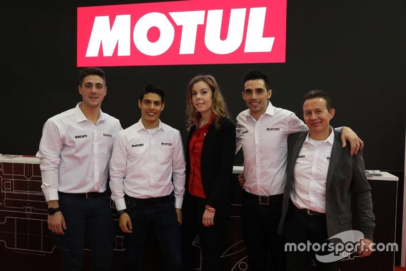 Foto di gruppo con Alex Bernardi, Michael Ruben Rinaldi, Michele Pirro e Marco Barnabò, Team Principal Barni Racing Team