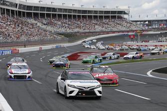 Toyota Camry tempo aracı ve A.J. Allmendinger, JTG Daugherty Racing, Chevrolet Camaro Kroger ClickList Kurt Busch, Stewart-Haas Racing, Ford Fusion Haas Automation/Monster Energy