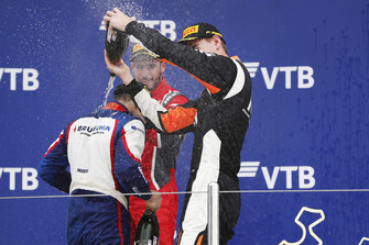 Podium: winnaar David Beckmann, Trident, tweede Joey Mawson, Arden International, derde Richard Verschoor, MP Motorsport