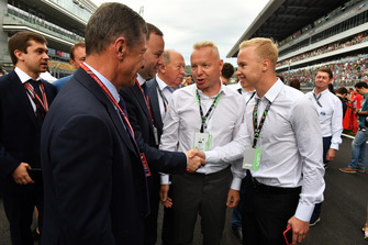Nikita Mazepin with his Father Dmitry Mazepin, Chairman of Uralchem Integrated Chemicals Company with Dmitry Kozak, Deputy Prime Minister of the Russian Federation on the grid
