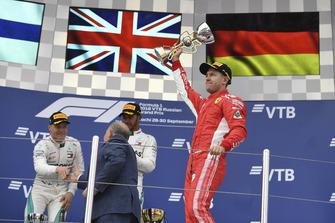 Le troisième, Sebastian Vettel, Ferrari, sur le podium