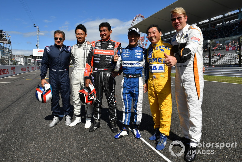 (Ki-ka): Jean Alesi, Kazuki Nakajima, Aguri Suzuki, Takuma Sato, Satoru Nakajima dan Mika Hakkinen, acara demonstrasi lap Perayaan Legenda F1 ke-30