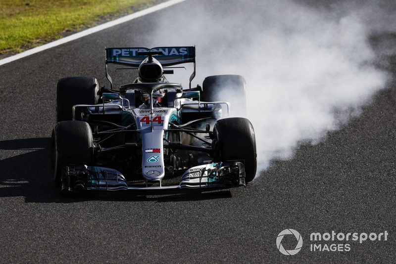 Lewis Hamilton, Mercedes AMG F1 W09, locks up