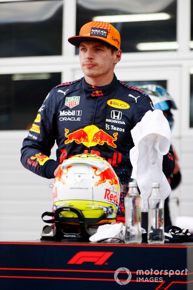 Ganador Max Verstappen, Red Bull Racing, en Parc Ferme