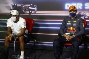 Lewis Hamilton, Mercedes, en Max Verstappen, Red Bull Racing