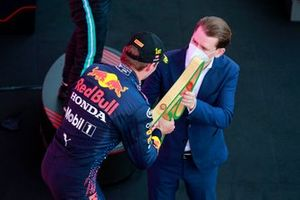 Max Verstappen, Red Bull Racing, 1st position, receives his trophy