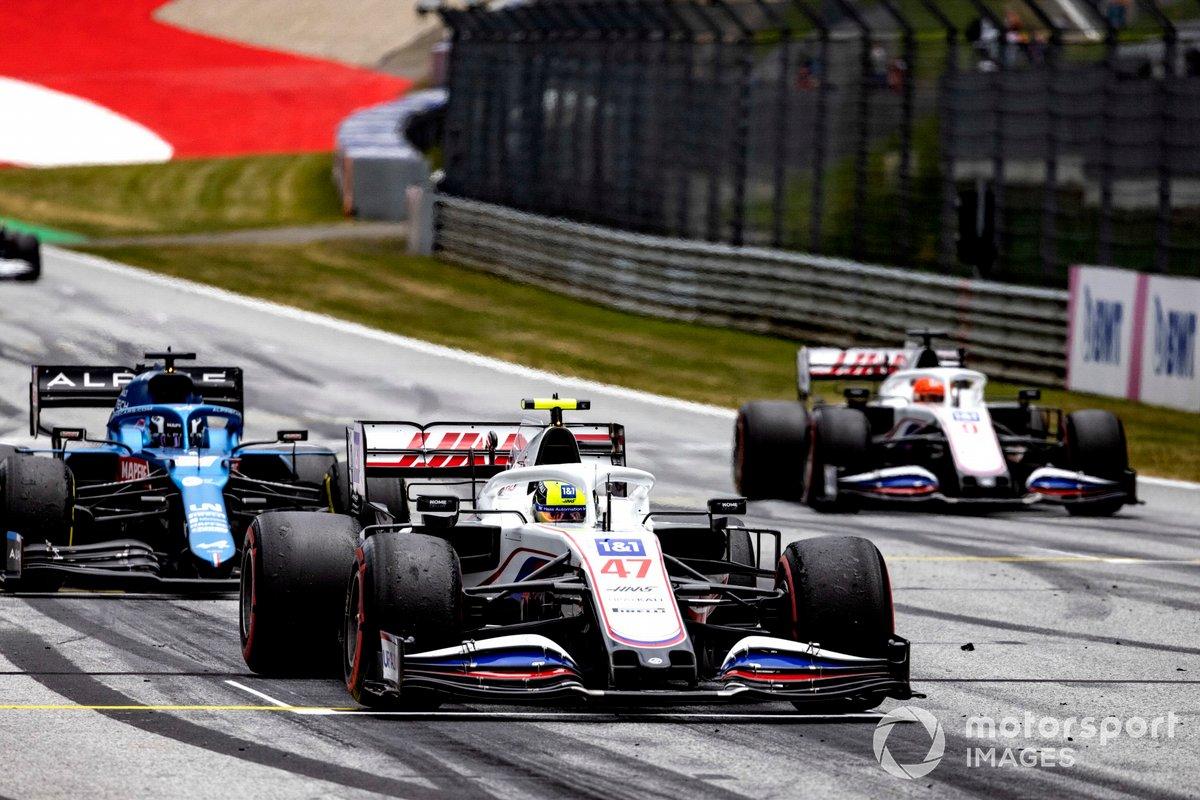 Mick Schumacher, Haas VF-21, Guanyu Zhou, Alpine A521, Nikita Mazepin, Haas VF-21