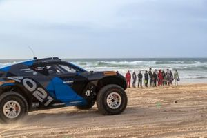 The Extreme E Odyssey 21 on the beach with the drivers photoshoot