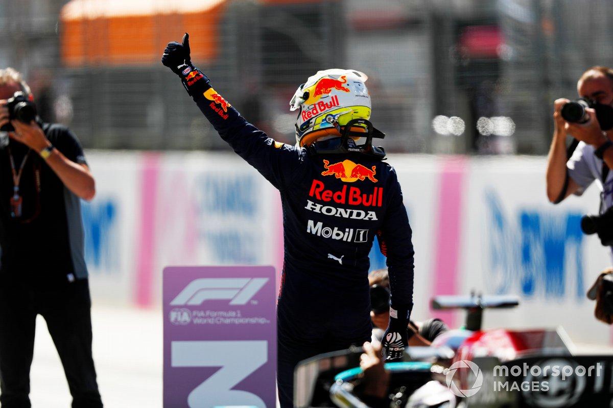 Ganador de la pole Max Verstappen, Red Bull Racing, en Parc Ferme