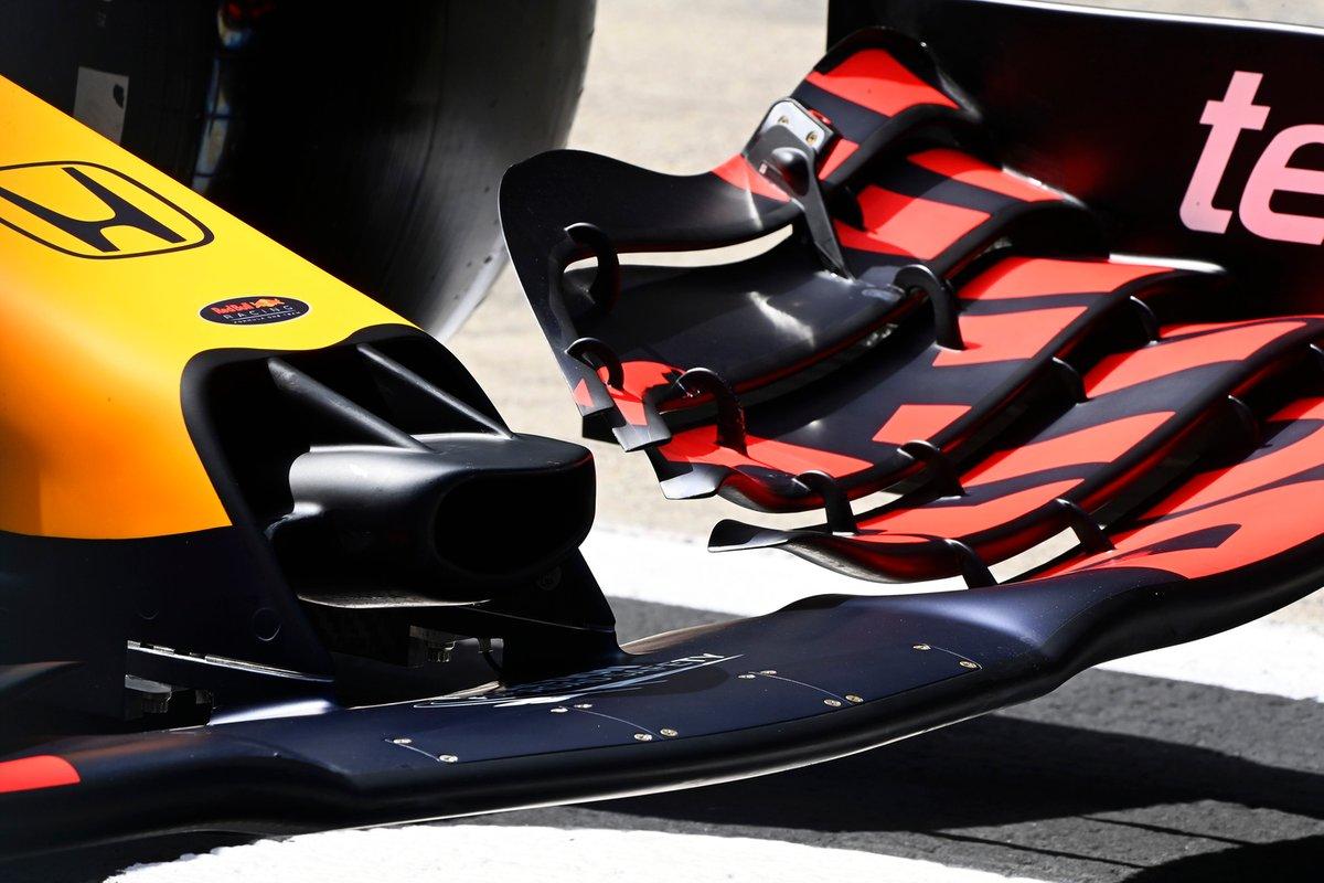 Detalle del frente y del alerón delantero del Red Bull Racing RB16B