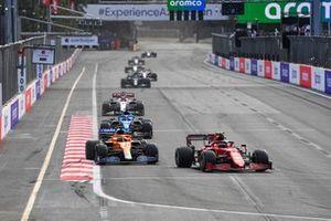 Carlos Sainz Jr., Ferrari SF21, Daniel Ricciardo, McLaren MCL35M, Fernando Alonso, Alpine A521