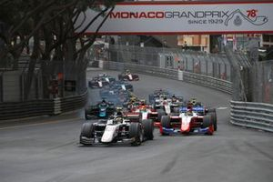 Theo Pourchaire, ART Grand Prix, leads Robert Shwartzman, Prema Racing, Oscar Piastri, Prema Racing, Dan Ticktum, Carlin, and the rest of the field at the start