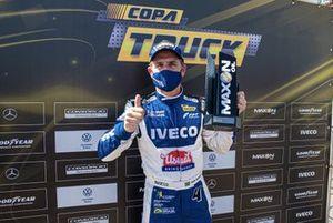 Felipe Giaffone faz a pole da Copa Truck