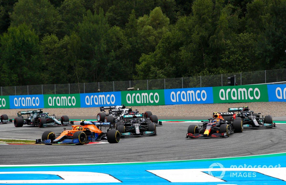 Lando Norris, McLaren MCL35M, Sergio Pérez, Red Bull Racing RB16B, Lewis Hamilton, Mercedes W12, Valtteri Bottas, Mercedes W12