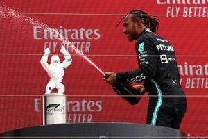Sir Lewis Hamilton, Mercedes, 2ᵉ, sur le podium