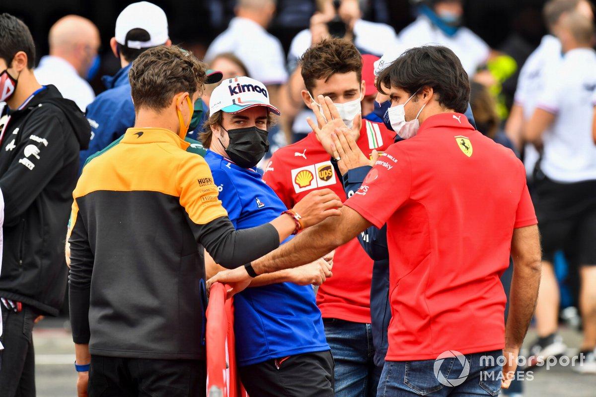 Lando Norris, McLaren, Fernando Alonso, Alpine F1, Charles Leclerc, Ferrari, Carlos Sainz Jr., Ferrari