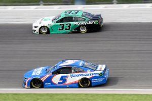 Kyle Larson, Hendrick Motorsports, Chevrolet Camaro HendrickCars.coma nd Austin Cindric, Team Penske, Ford Mustang MoneyLion