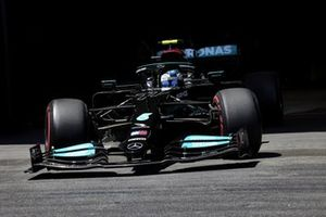 Valtteri Bottas, Mercedes W12, leaves the gargae