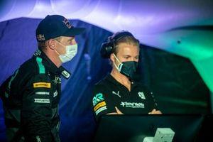 Johan Kristoffersson, Rosberg X Racing, e Nico Rosberg, founder e CEO, Rosberg X Racing, nel centro di comando