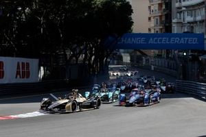 Antonio Felix Da Costa, DS Techeetah, DS E-Tense FE21, as Mitch Evans, Jaguar Racing, Jaguar I-TYPE 5, battles with Robin Frijns, Envision Virgin Racing, Audi e-tron FE07