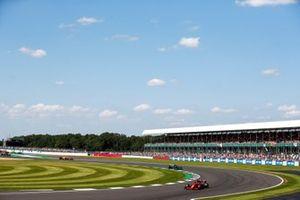 Charles Leclerc, Ferrari SF21, Lewis Hamilton, Mercedes W12, en Lando Norris, McLaren MCL35M